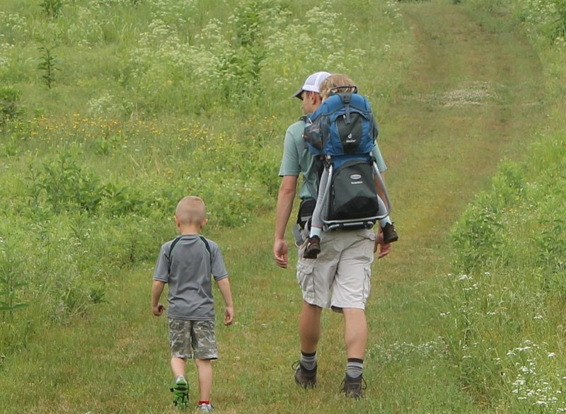 outdoor family activities hiking